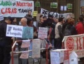 Continúa la acampada contra los desahucios de Bankia
