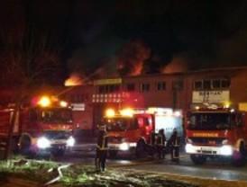 Un incendio arrasa varias naves en un polígono industrial de San Sebastián de los Reyes