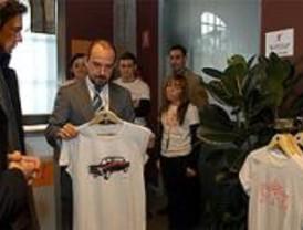 La marca '¡Madrid!' comercializa sus productos en la Plaza Mayor