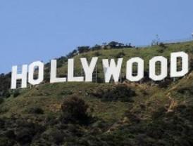 Unos perros encuentran la cabeza de un hombre metida en una bolsa junto al cartel de Hollywood