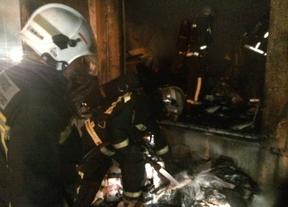 Un incendio calcina parte del Colegio Pasteur de Arroyomolinos