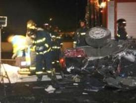 Una mujer muere y tres hombres resultan heridos al volcar un coche en la M-40