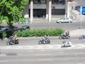 Cientos de motos despiden en la Castellana la primera concentración de Harley de Madrid
