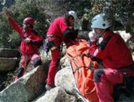 Rescatan a un escalador tras resbalar y caer desde una altura de 9 metros