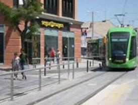 Más de 10.000 viajeros diarios han utilizado el tranvía en el primer mes de funcionamiento