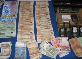 Cae una banda que utilizaba disfraces para robar en viviendas y bancos