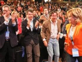 Rajoy clausura un congreso del PP de Madrid en el que Aguirre sale como líder reforzada