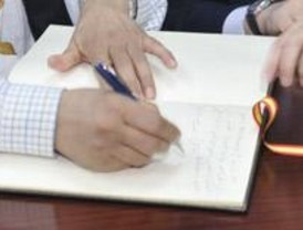 Las escrituras y pólizas no puedan firmarse en bancos o inmobiliarias