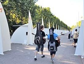 Benedicto XVI confiesa a cuatro jóvenes en el parque del Retiro
