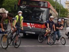 Miembros de la 'Bicicrítica' piden que se respete la circulación en las concentraciones ciclistas