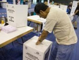Los ecuatorianos acuden a las urnas para elegir a los parlamentarios andinos