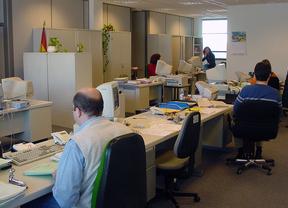 Funcionarios trabajando en la sede de los Juzgados de Menores de García Noblejas de Madrid