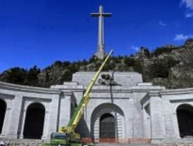 Las obras impiden entrar al Valle de los Caídos al centenar de asistentes a la misa por Franco