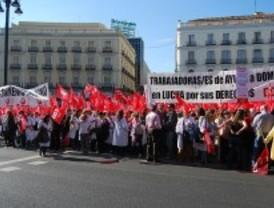 Los trabajadores de ayuda a domicilio de Móstoles, en huelga porque no han cobrado en mayo