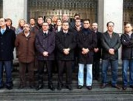 Cinco minutos de silencio por el asesinato de Trapero en la plaza de Cibeles