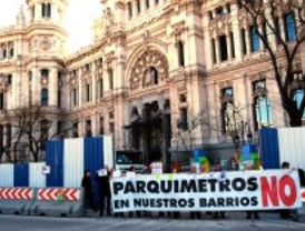 Los 'antiparquímetros' piden en Cibeles la nulidad de las multas