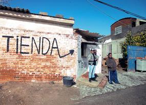 La Comunidad concreta 100 actuaciones sociales para la Cañada Real