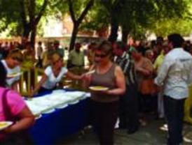 El Ayuntamiento de Pinto reparte más de 1.500 raciones de paella para celiacos