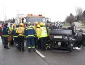 Una mujer herida tras salirse su coche en la M-607