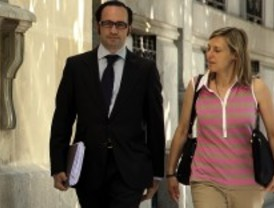 Aplazada la comparecencia del exalcalde de Boadilla mientras su mujer se niega a declarar