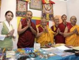 Monjes tibetanos ofrecen un repertorio de rituales en Madrid