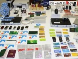 Doce detenidos por falsificación de tarjetas de crédito