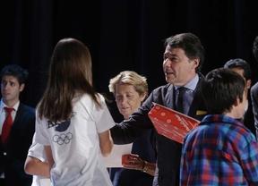 González entrega los premios a la Excelencia educativa, en Las Rozas