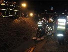 Muere un hombre que viajaba de un microbús que volcó en la M-40