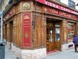 El Café Comercial y Viena Capellanes, comercios centenarios de Madrid
