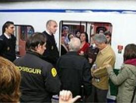 Una interrupción en la línea 6 de Metro causa el caos en la estación de Conde de Casal