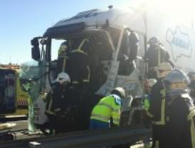 Un accidente entre camiones corta un tramo de la M-50