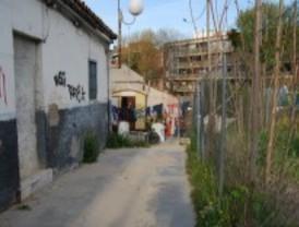 El Ayuntamiento derriba chabolas en Las Tablas