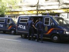 Detenidos tres 'falsos policías' que robaban a turistas extranjeros