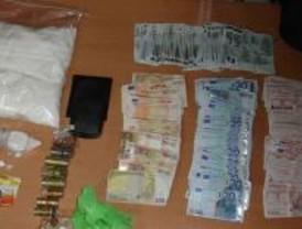 Detenidas 'in fraganti' tres personas que robaron droga en una vivienda