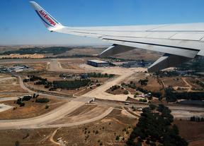 Un avión despega en las pistas del aeropuerto Adolfo Suarez Madrid Barajas