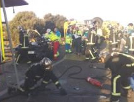 Mueren dos ocupantes de un vehículo al ser impactados por un camión en la M-607