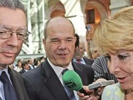 Esperanza Aguirre salva un 2 de Mayo de espías y encuestas electorales