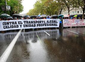 Un juez ordena el cese de actividad de UBER en España