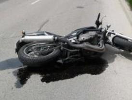 Un joven herido grave al colisionar su motocicleta con una furgoneta en Rivas