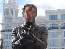 Ocho estatuas llevan la cara de Ana Botella