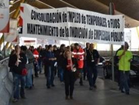 Los trabajadores de Aena se concentran este lunes para protestar contra la privatización