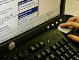 La Policía detiene a un hombre que compraba en Internet con una tarjeta clonada