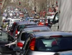Dos incidencias atascan el tráfico en la capital