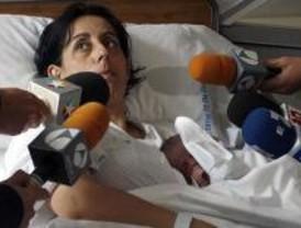 Una mujer da a luz en su coche, con la ayuda de su marido, en Villaverde