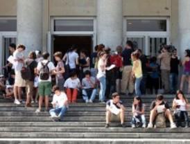Habrá que aprobar más créditos para acceder a becas universitarias