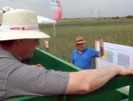 Los agricultores visitan la finca de El Encín