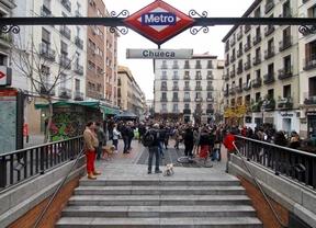 Plaza de Chueca y salida del metro.