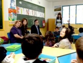 El alcalde de Alcobendas visita a los niños del colegio San Antonio