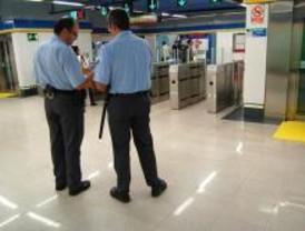 Uno de los vigilantes de Metro trabajó hasta este jueves