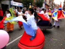 Ecuatorianos y bolivianos celebran sus fiestas patrias